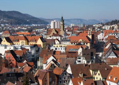 Stadtmitte von Albstadt-Ebingen mit der Martinskirche aus der Vogelperspektive